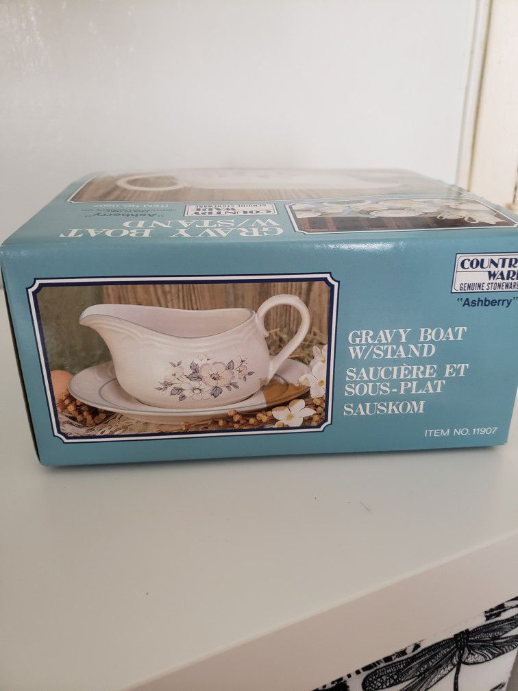 Ashberry by Country Ware Gravy Boat & Underplate Blue Flower