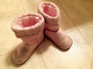 Toddler cozy boots size 8 for Sale in Alexandria, VA