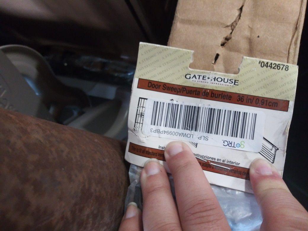 Gatehouse door sweep