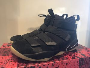 Nike LeBron Soldier 11 Size 10 for Sale in Los Angeles, CA