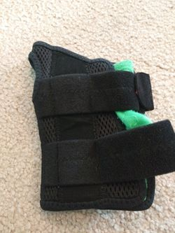 Wrist brace Thumbnail