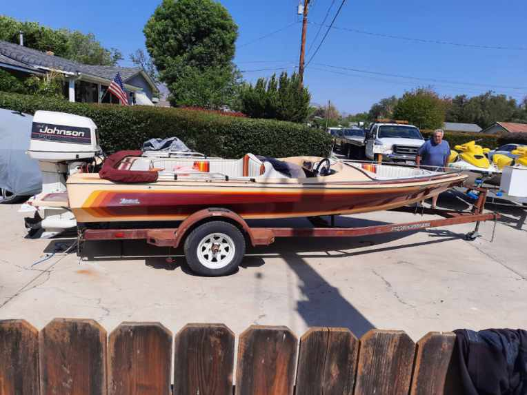 Photo 1989 AVENGER 18.5 FT OPEN BOW W 150 HP JOHNSON OUTBOARD MOTOR INCLIDES Trailer EXTRAS