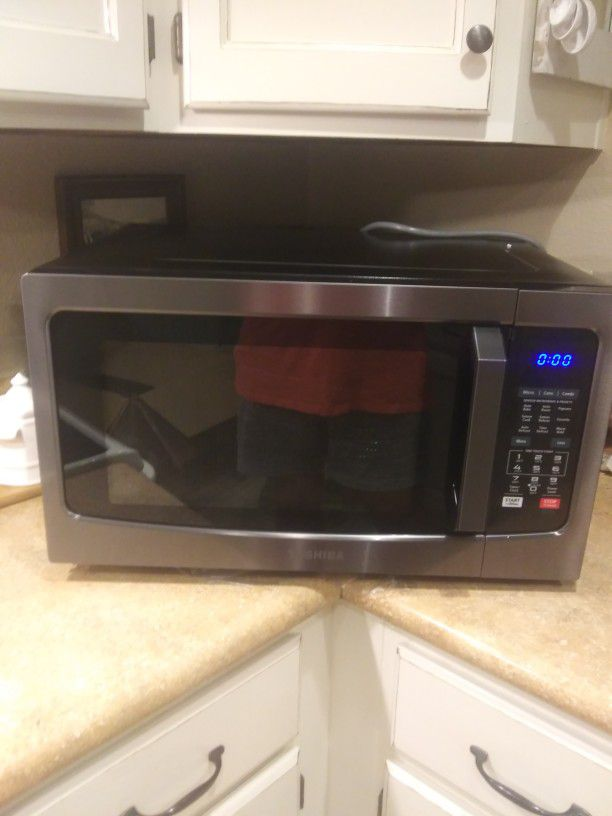 Reduced! New Toshiba Microwave/Oven