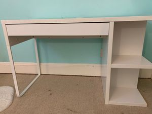 Photo IKEA Micke white desk with storage