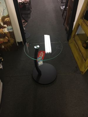 Glass end table for Sale in Lincolnia, VA