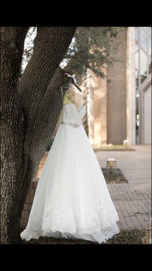 Beautiful wedding dress for Sale in Dallas, TX
