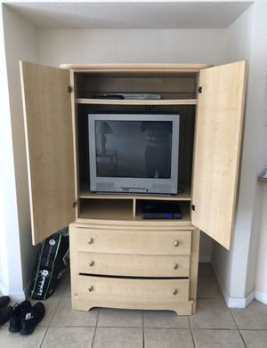 Comes with tv and dvd player for Sale in Clermont, FL
