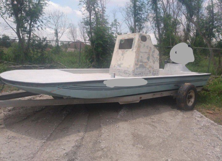 Photo 18 Foot boat scooter Needs Deck