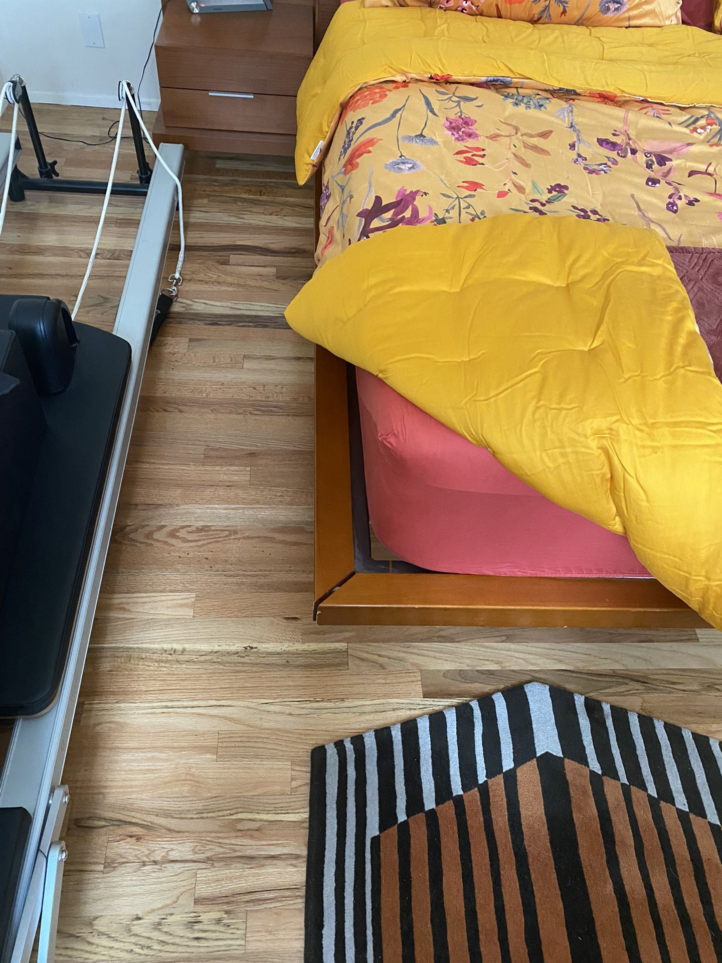Scan Bed W Nightstand