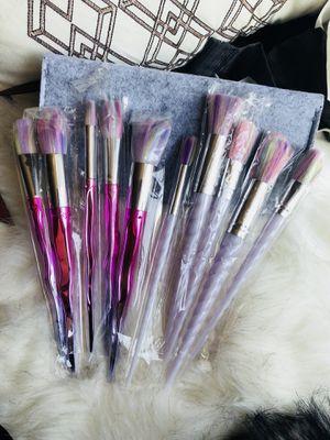 Makeup brushes bundle set with felt bag for Sale in Silver Spring, MD