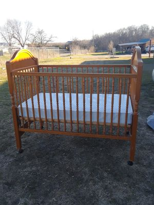 Photo Baby Crib with mattress, Smoke free & Pet free home 50.