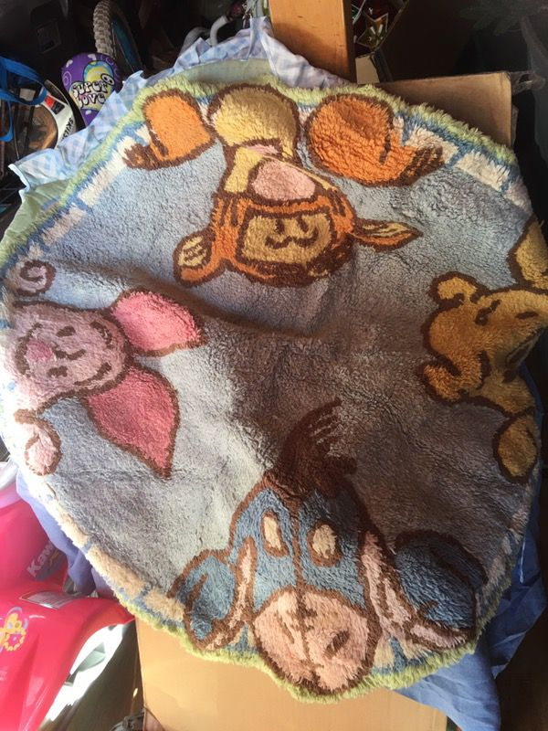 Winni the poo blanket, rug and extras