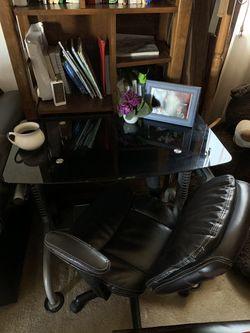 Mid size Glass desk Thumbnail