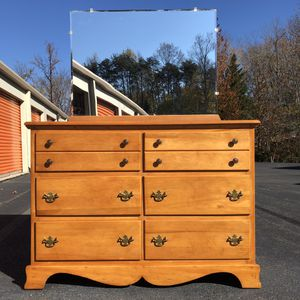 Dresser with Mirror for Sale in Lake Ridge, VA