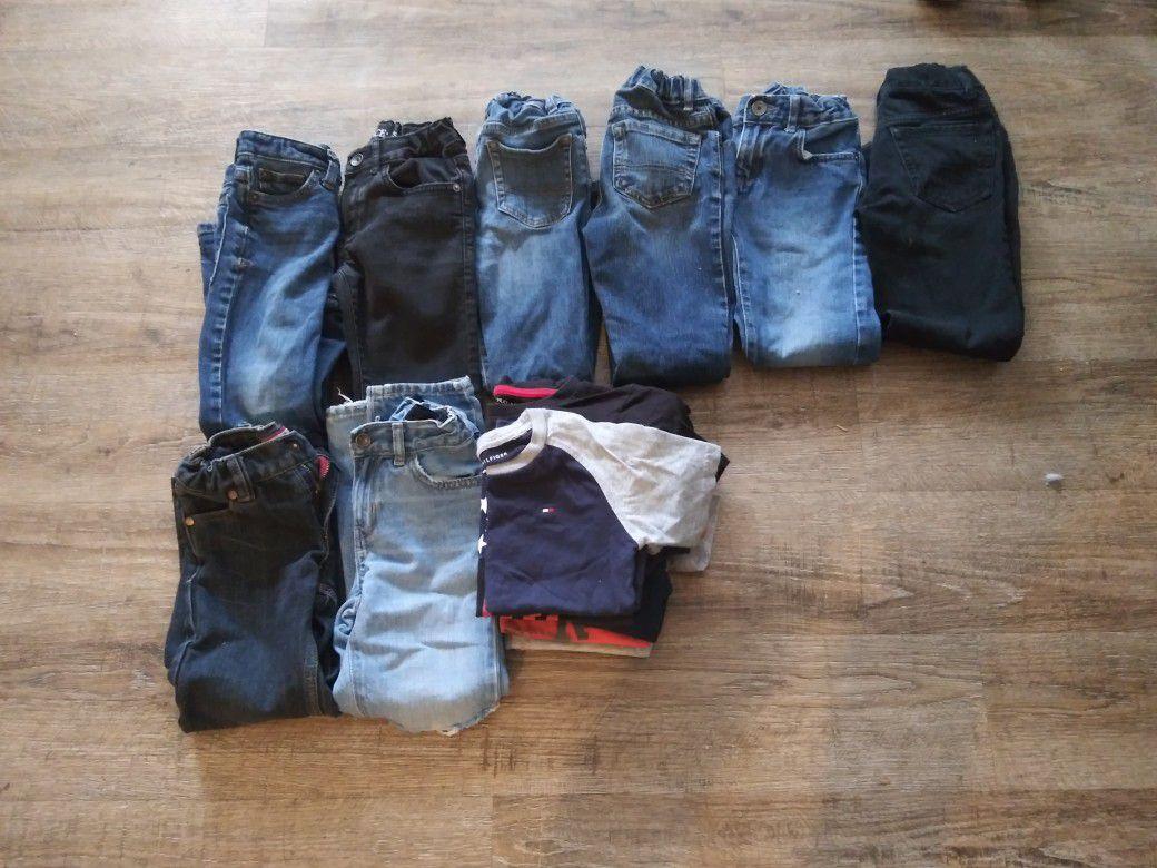 estoy vendiendo esto pantaloncito is Slim numero cinco seis La camisa número 5 $25 por todo
