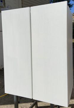 Se vende 2 gabinetes de 22.1/2 de ancho x 28.1/2 de alto Thumbnail