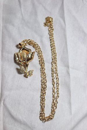 Women's gold flower necklace for Sale in Phoenix, AZ