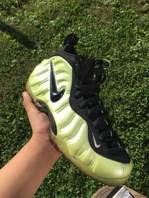 Foamposite electrolime size 9.5 for Sale in NEW CARROLLTN, MD
