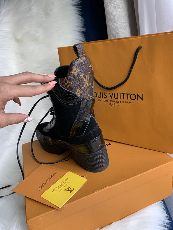 ef0762bc40de Louis Vuitton for Sale in Delaware - OfferUp