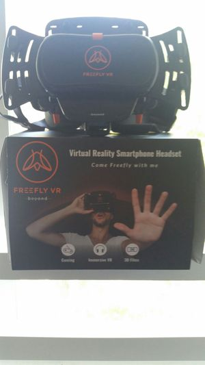 Freefly Mobile Virtual Reality Headset & GLIDE Wireless Bluetooth Controller for Android Phones for Sale in Naples, FL