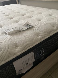 Real Wood Bedroom Set Including Mattress Like New Clean And Well Taken Care Of Barely Used Thumbnail