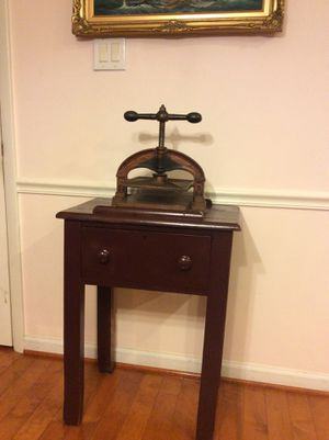 ANTIQUE CAST IRON BOOK BINDING PRESS WITH TABLE for Sale in Rockville, MD