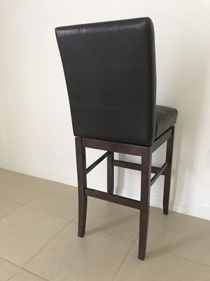leather swivel bar chair for free for Sale in Kissimmee, FL