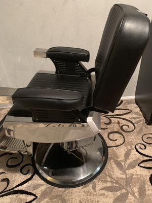 Chair for barbero hair cut exellent like new for Sale in Herndon, VA