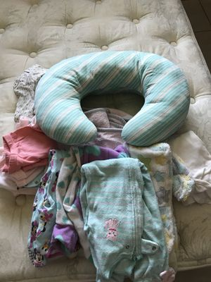 33883504922 Almohada para amamantar y pijamas for Sale in Hialeah