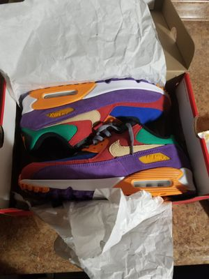 Photo Ds Nike air max size 11.5 tried on one shoe to small