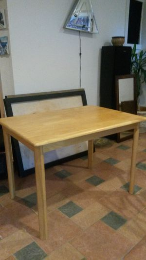 Like new solid maple wood dining table for Sale in Silver Spring, MD