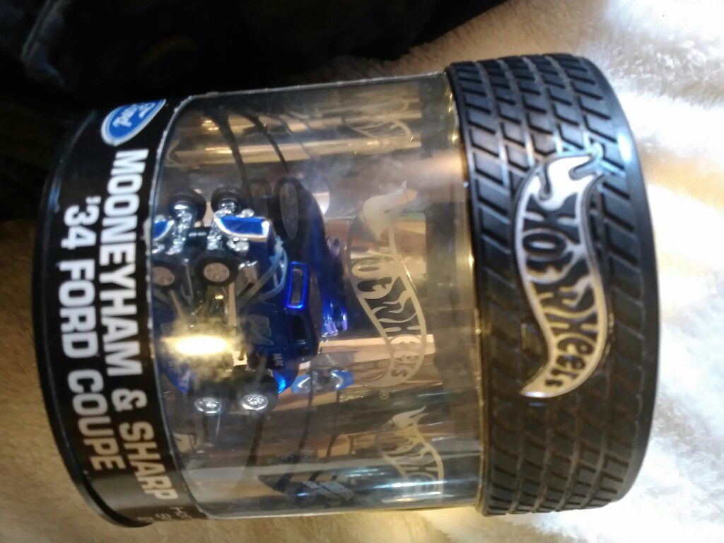Hot wheels 1 of 3000 autographed /signed