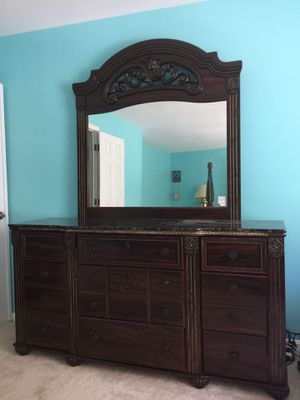 Queen bed, dressing and mirror, one night stand, and split mattress box. for Sale in Lake Ridge, VA