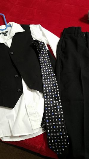 Size 8 suit for Sale in Lancaster, CA