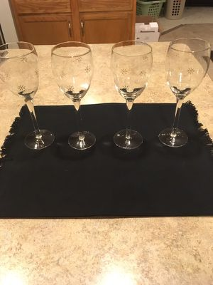 4 Snowflake Detailed Wine Glasses for Sale in Ranson, WV