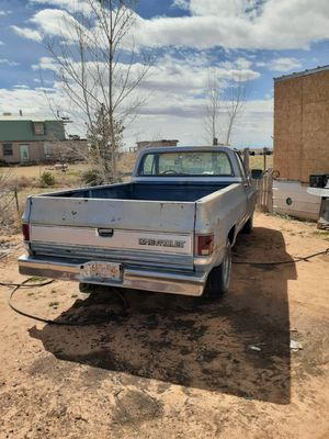 Photo 1985 Chevy Silverado, 305 engine and trans, missing a few parts, radiator,alternator, distributor, battery,carb