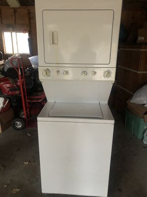 Photo Frigidaire Gallery Stackable Washer and Dryer (gas) dryer needs work,washer works perfect.