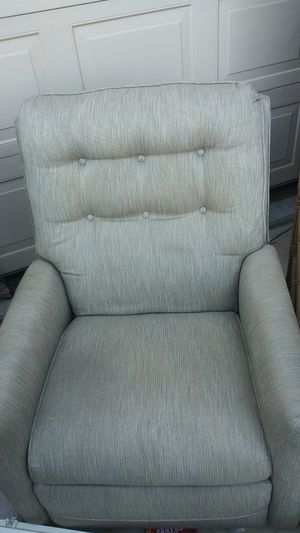 Rattan Fold out couch and matching recliner. for Sale in Laveen Village, AZ