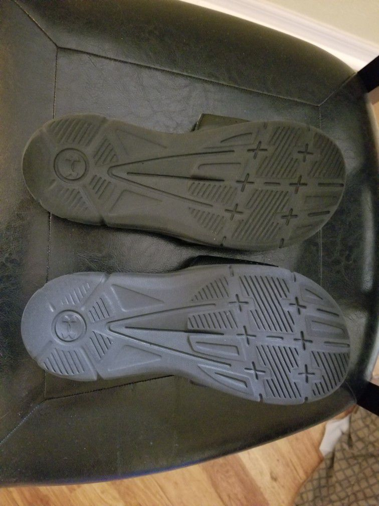 Under Armour Youth Size 6 Shoe