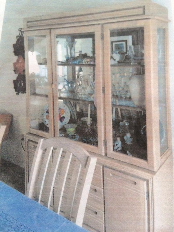 Bassett Light Oak Dining Room Set Brick