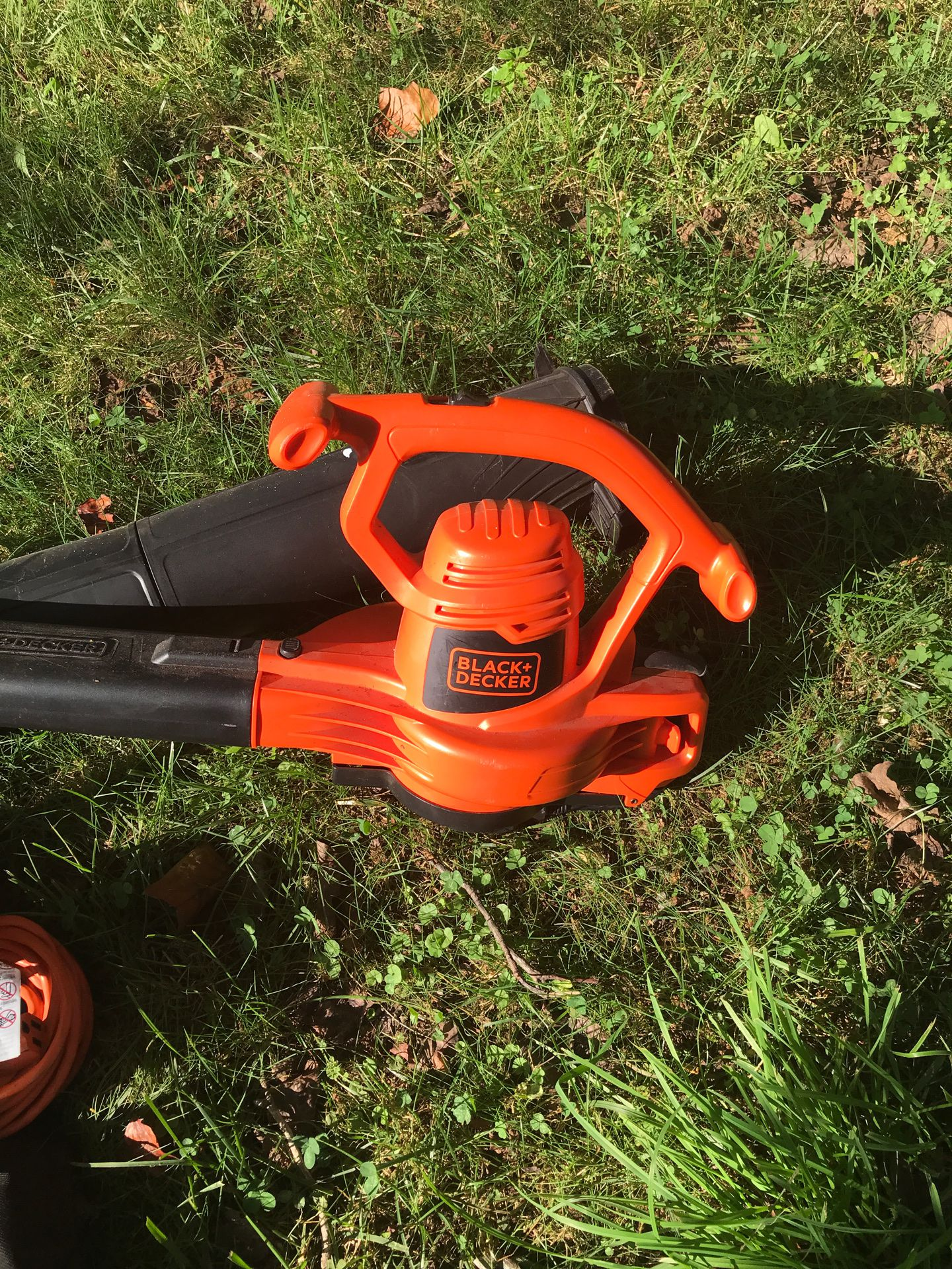 Black+Decker Blower with extension and collection bag. 12ft utility cord included