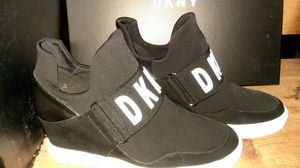 00d03e5b5661 DKNY Cosmo sneakers for Sale in Washington