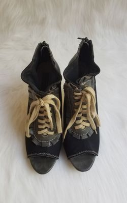 Women's Betsey Johnson Zoey Lace Up Zip Up Heels Size 9M Thumbnail