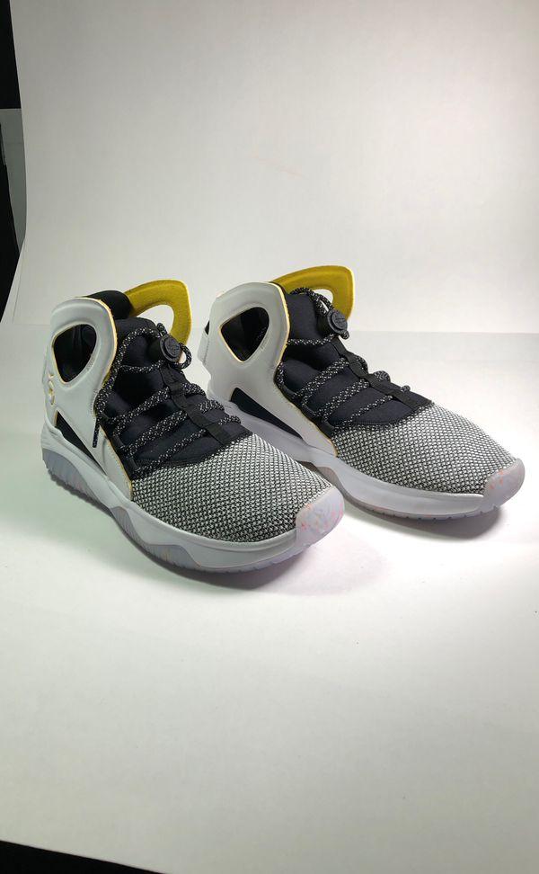 0941563a587b1 Nike Men s Air Flight HUARACHE ULTRA N7 - White Black Shoes. Size 9. for  Sale in Costa Mesa