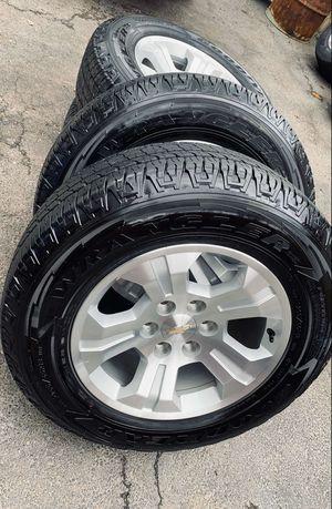Photo 18 inch wheels with tires both in excellent condition (hablo español)