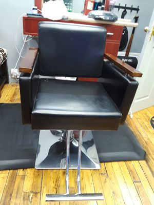 Barber chair for Sale in Springfield, MA