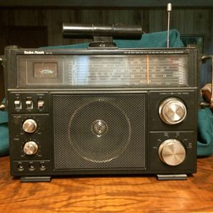 """Radio shack AM CB SW1 SW2 FM TV1 TV2 AIR WX VHF. Multiband receiver. 14"""" x 10"""". Good shape for Sale in Amherst, VA"""
