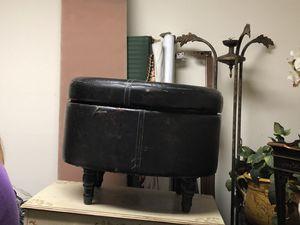 Fairly used brown ottoman for Sale in Miami, FL
