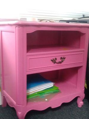 Child desk for Sale in Cleveland, OH