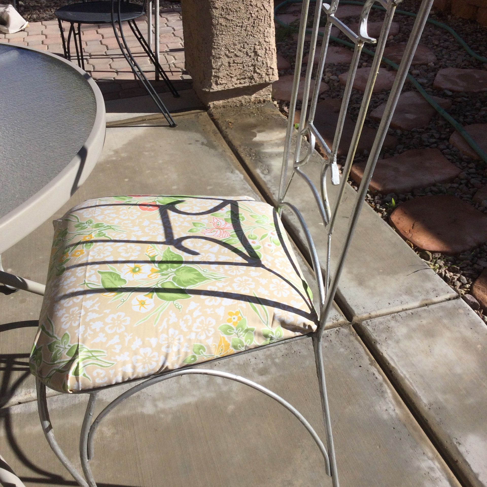Patio Table 4iron Chairs